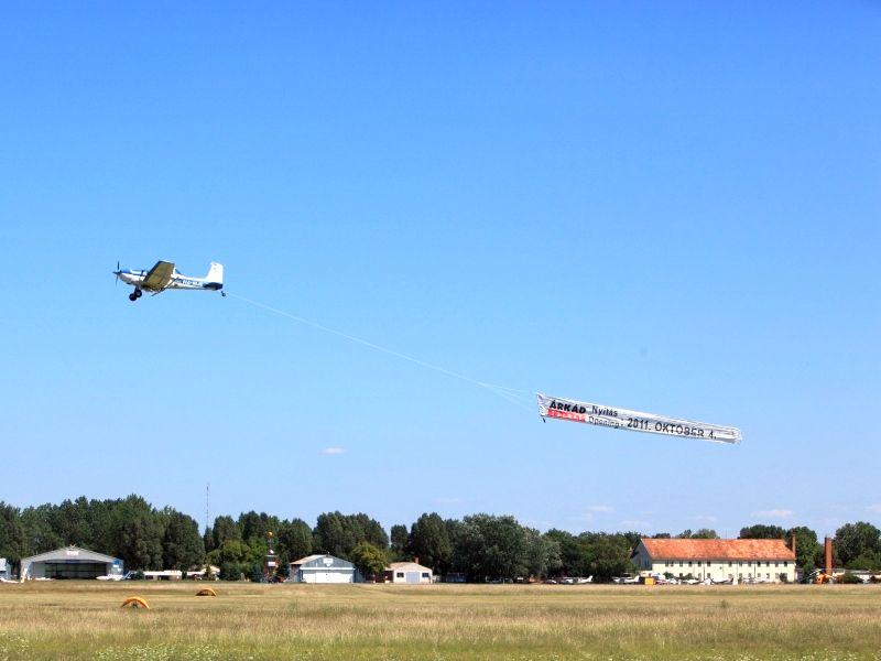 Rózsavölgyi Air Motorosrepülés légireklám és transzparens vontatás